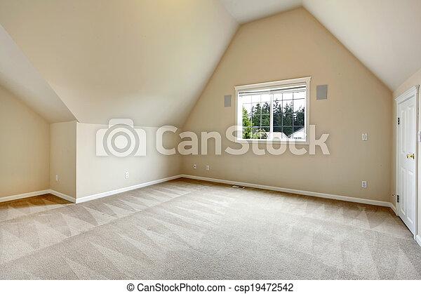 Habitación vacía con techo acorazado - csp19472542