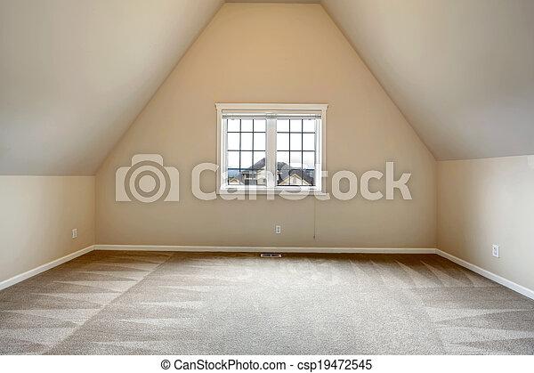 Habitación vacía con techo acorazado - csp19472545