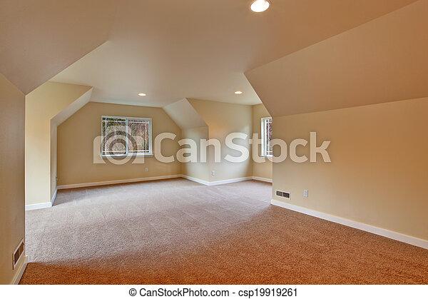 Habitación vacía con techo acorazado - csp19919261