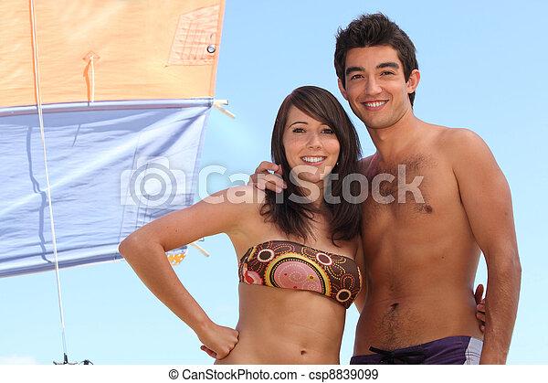 Teenage couple - csp8839099