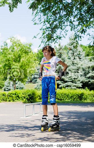 girl Teenage skating putting on her gear TFKl1Jc