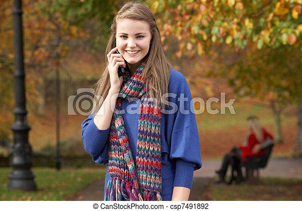 teenage, ruchomy, para, park ława, jesień, telefon, tło, dziewczyna - csp7491892