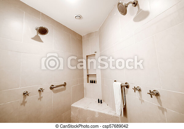 Tegel badkamer hotel moderne witte douche interieur