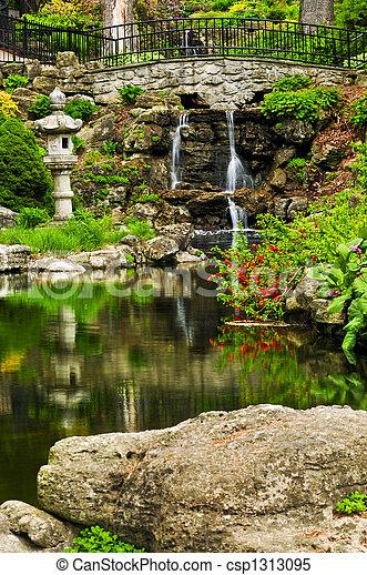 Wasserfall und Teich - csp1313095