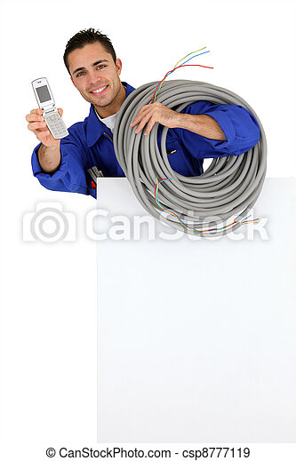 El electricista con un celular - csp8777119