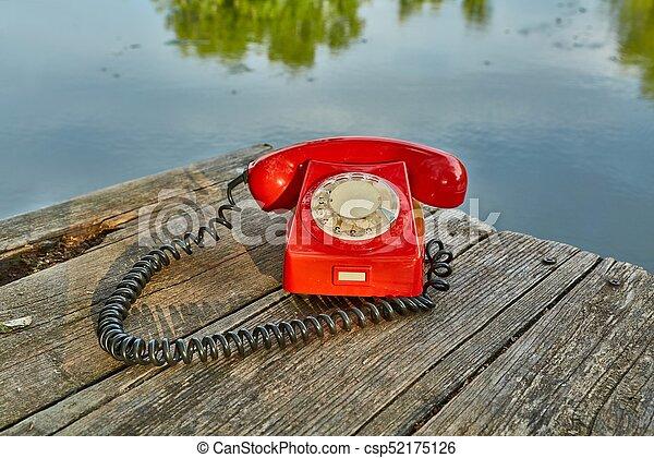 telefone velho, natureza - csp52175126