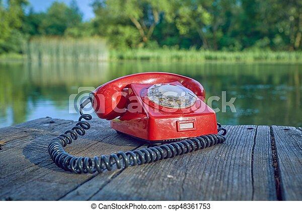 telefone velho, natureza - csp48361753