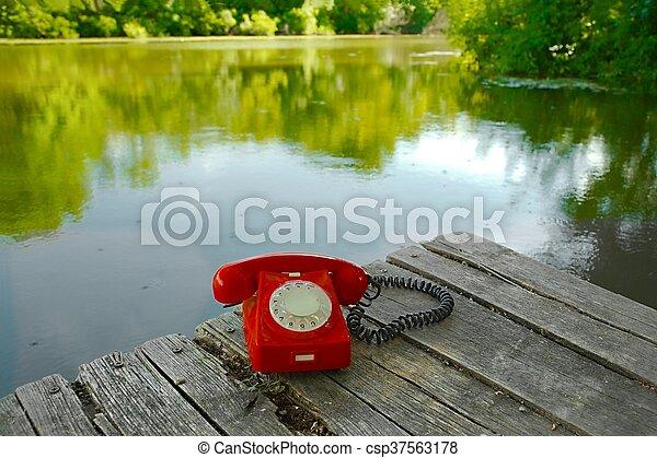 telefone velho, natureza - csp37563178