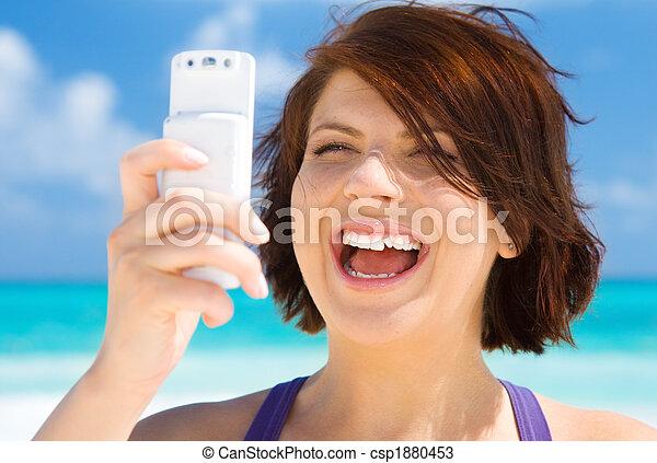 telefonera kvinna, strand, lycklig - csp1880453