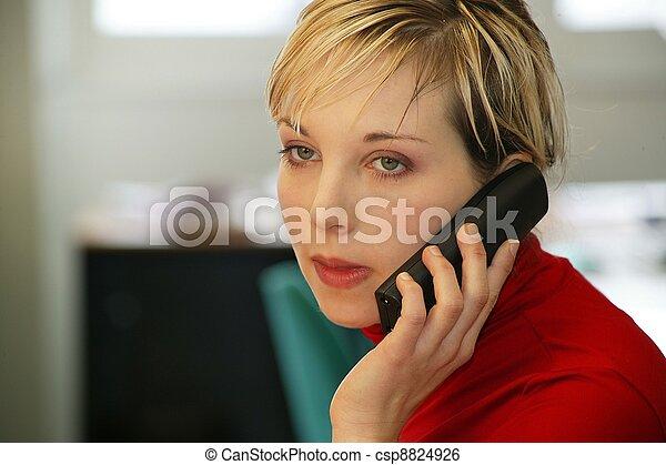 telefonovat eny, přísný, mluvící - csp8824926
