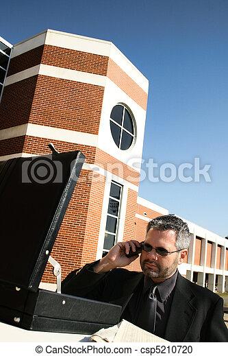 telefoon, buiten, zakenmens  - csp5210720