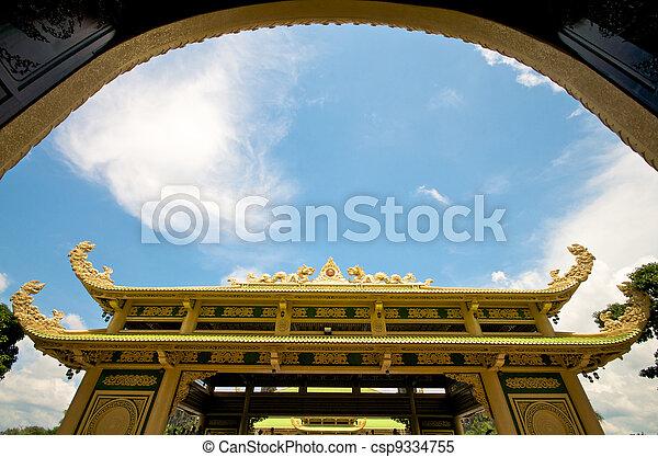 Entrada del templo en Vietnam - csp9334755