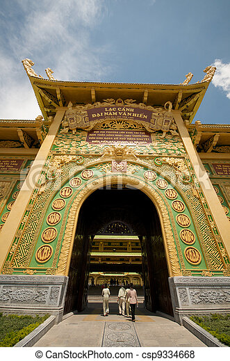 Entrada del templo en Vietnam - csp9334668
