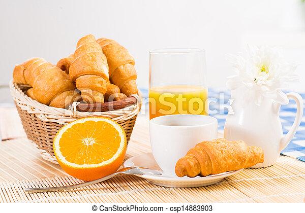 Desayuno temprano - csp14883903