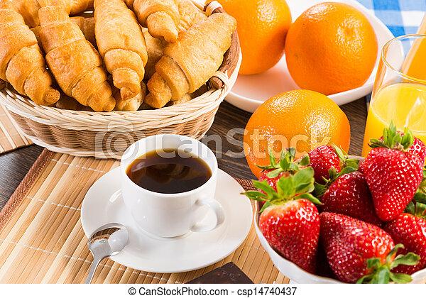 Desayuno temprano - csp14740437