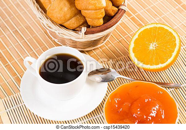 Desayuno temprano - csp15439420
