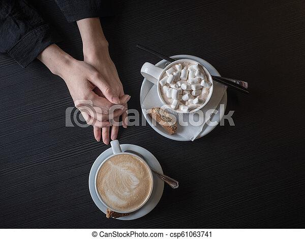 Desayuno temprano - csp61063741