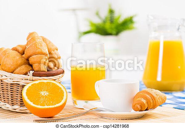 Desayuno temprano - csp14281968