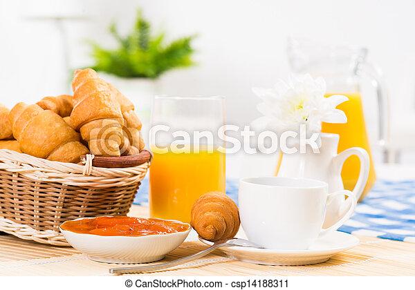 Desayuno temprano - csp14188311