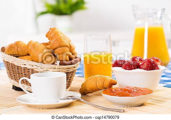 Desayuno temprano - csp14790079
