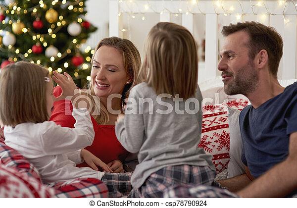 temps, noël heureux, famille, pendant - csp78790924
