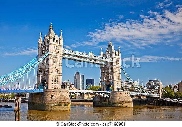 Puente Tower en Londres, Reino Unido - csp7198981