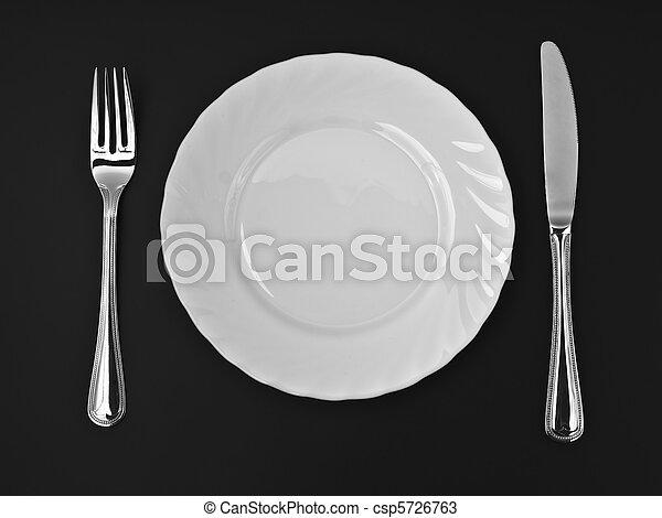 Cuchillo, placa blanca y tenedor en negro - csp5726763
