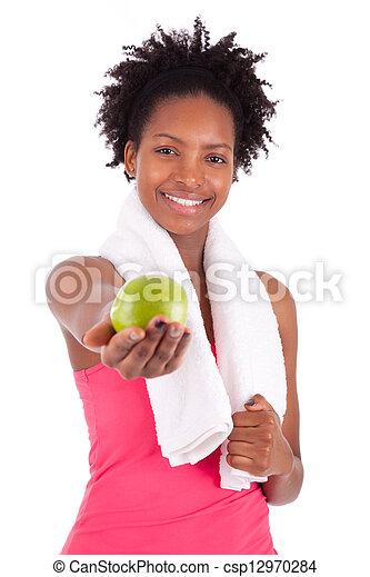 Joven americana africana sosteniendo una manzana - csp12970284