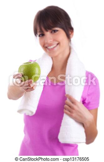Joven caucásica sosteniendo una manzana - csp13176505