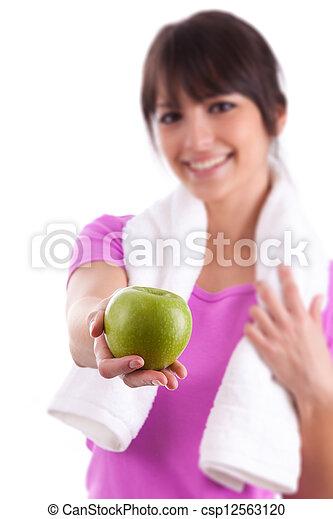 Una joven caucásica sosteniendo una manzana - csp12563120