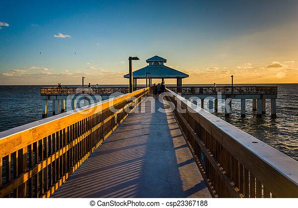 tengerpart, este, florida., fény, halászat, myers, móló, erőd - csp23367188