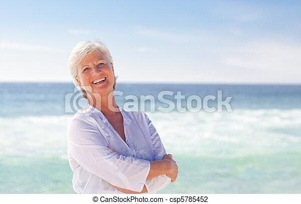 tengerpart, nyugdíjas, nő, boldog - csp5785452