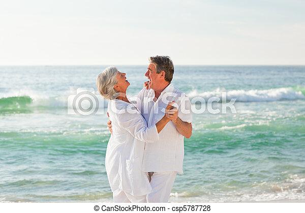 tengerpart, párosít, nyugdíjas, tánc - csp5787728