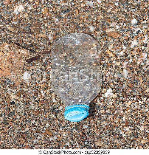 tengerpart, palack, műanyag - csp52339039