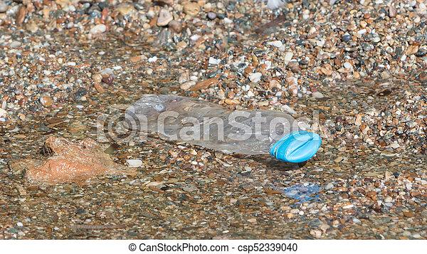 tengerpart, palack, műanyag - csp52339040