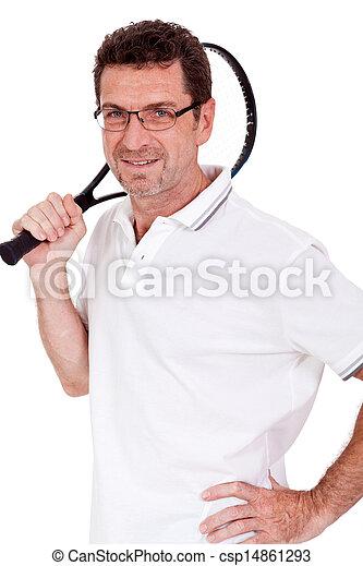 Jugador de tenis adulto sonriente con raqueta aislada - csp14861293