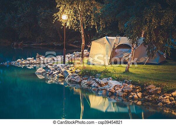 Tentando en el lago - csp39454821
