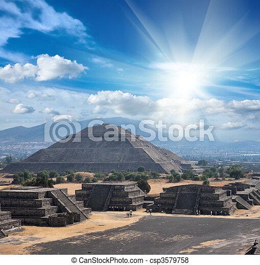 teotihuacan, pyramides - csp3579758
