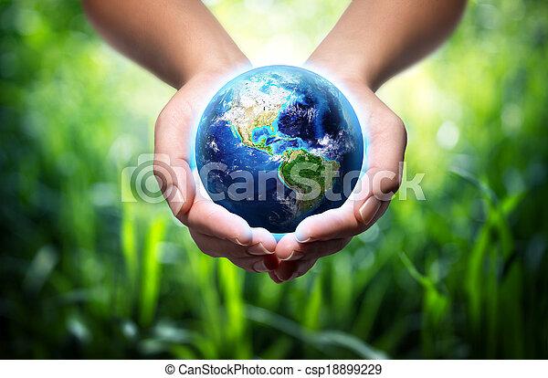 terra, capim, -, fundo, mãos - csp18899229