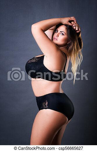 fekete szőrös szexi fehér nők szexelnek egy fekete férfival