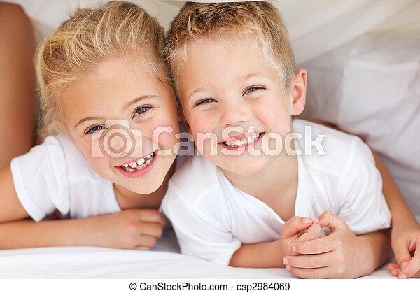 testvér, imádnivaló, játék, ágy - csp2984069