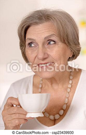 thé, boire, femme, plus vieux - csp23439930