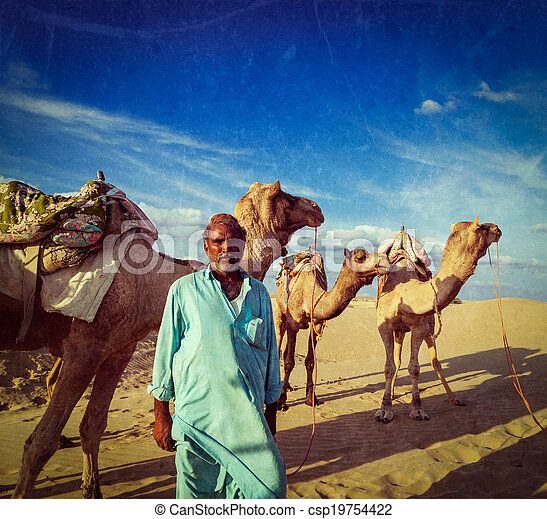 Camelero con camellos en dunas del desierto de Thar. Raj - csp19754422