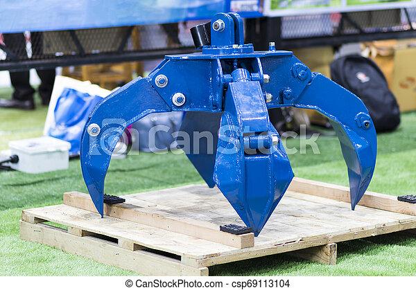 The blue hydraulic manipulator for loading steel scrap metal - csp69113104