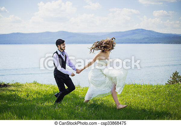 Swell The Bride With The Groom Run Download Free Architecture Designs Scobabritishbridgeorg