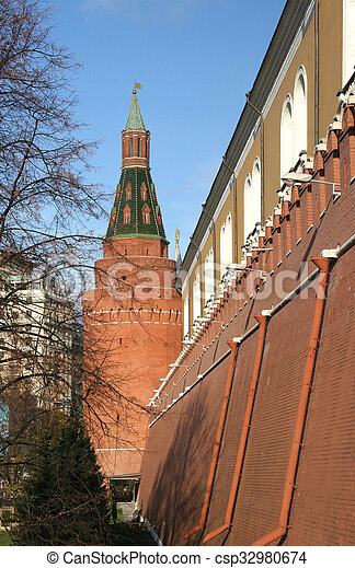 THE CORNER ARSENAL TOWER OF THE Moscow KREMLIN - csp32980674