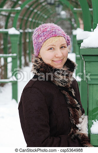 The girl in winter park - csp5364988