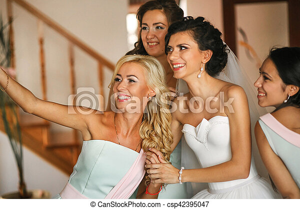 The happinest bride with bridesmaids - csp42395047