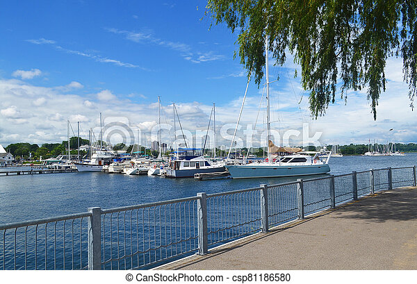 The harbor of Hamilton with sealcoats under blue sky - csp81186580