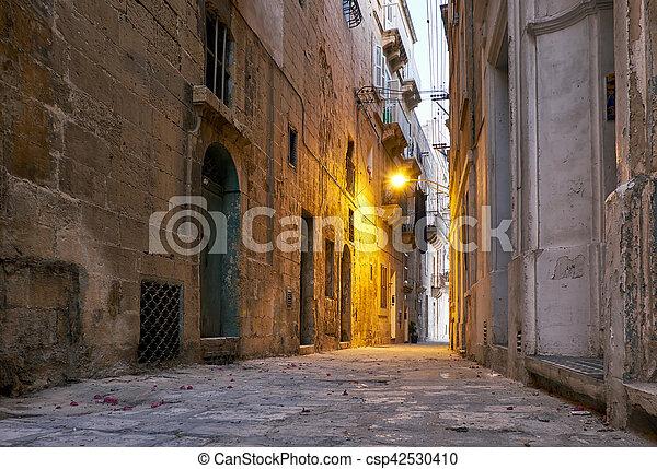 The narrow street Is - Sirena on Senglea in the early morning. Malta - csp42530410